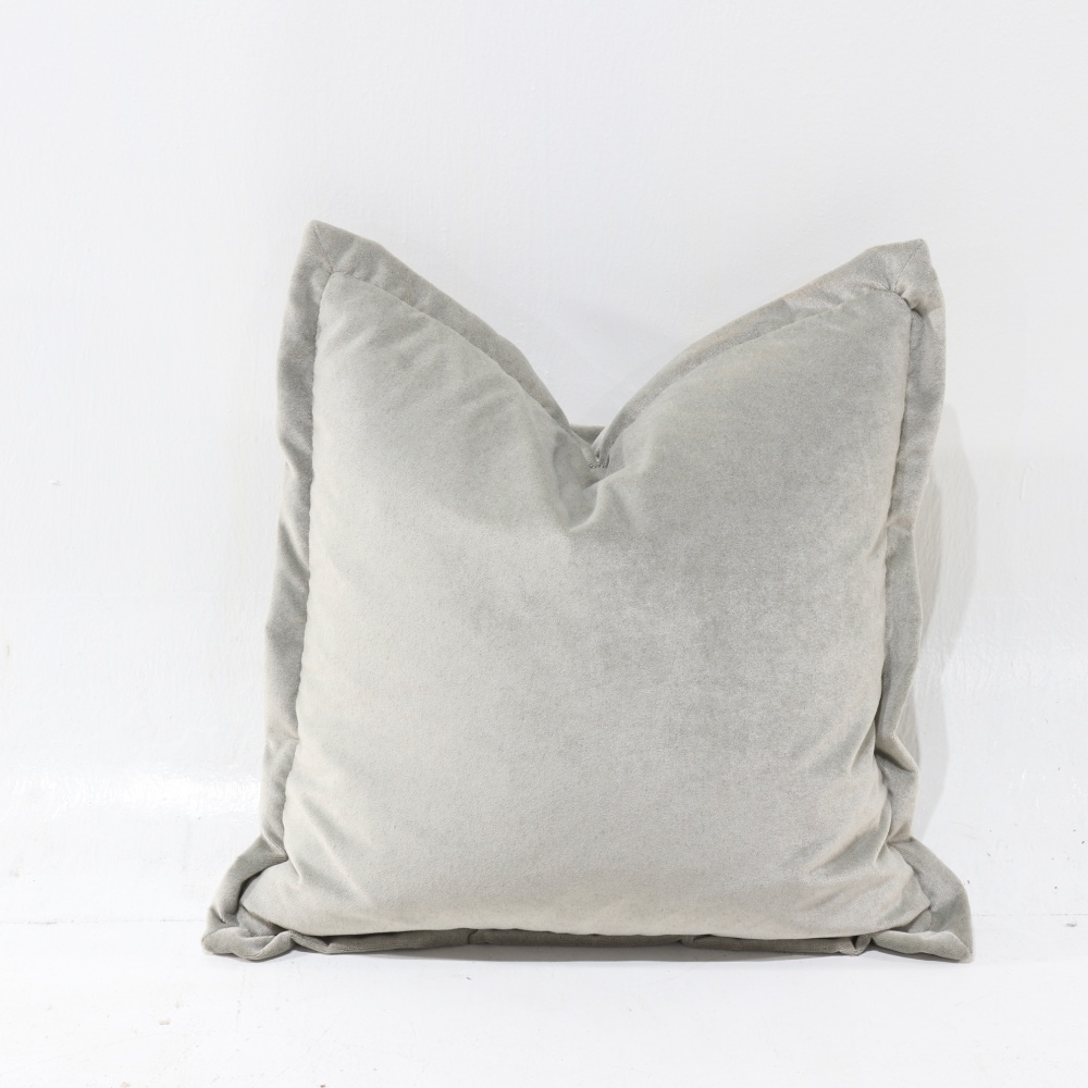 Pillow in mixed feather