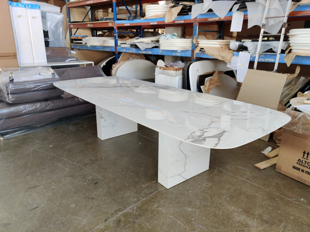 ARNOLD TABLE - dining table covered entirely in ceramic marble effect