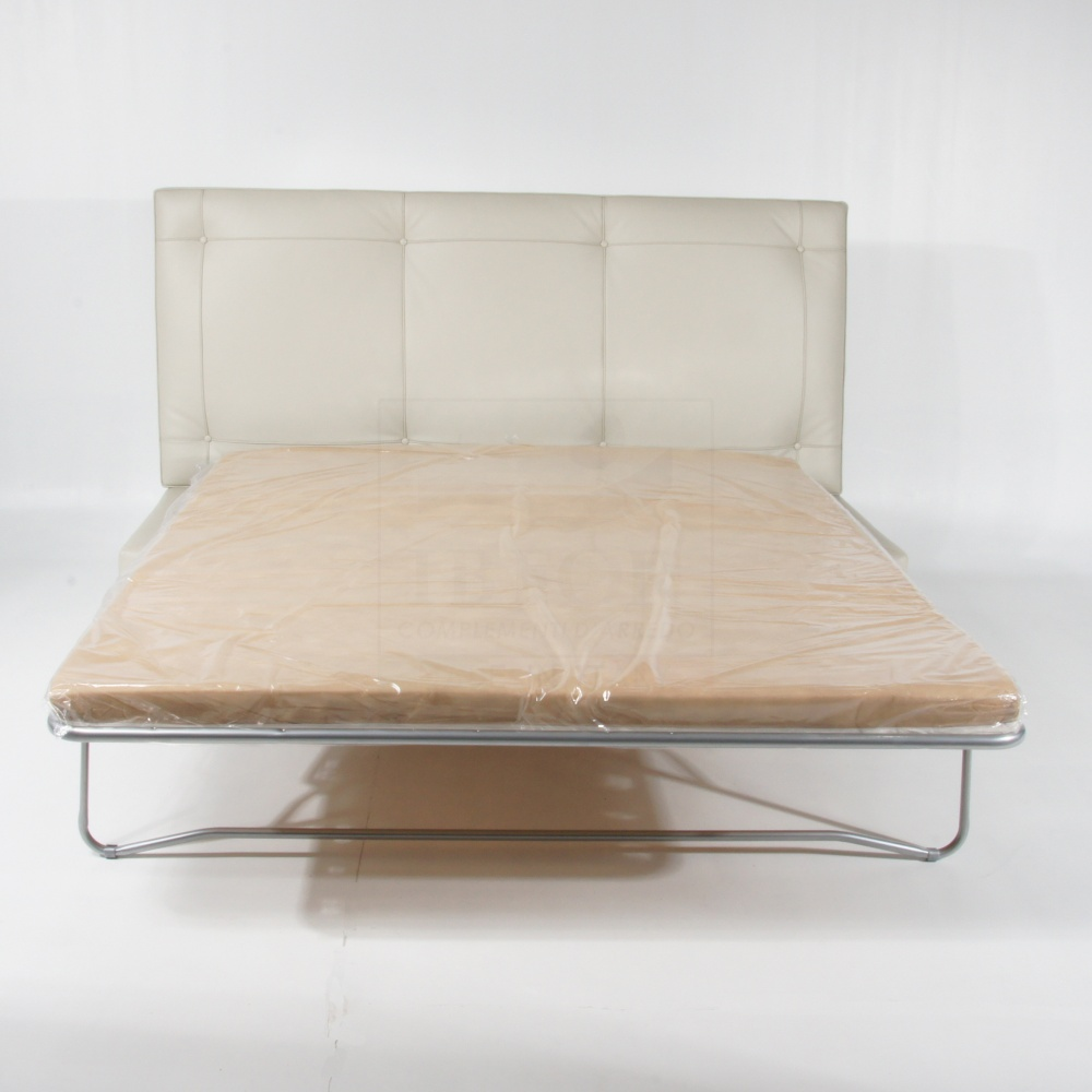 E. GRAY DAYBED OPENABLE WITH THE SLATS NET